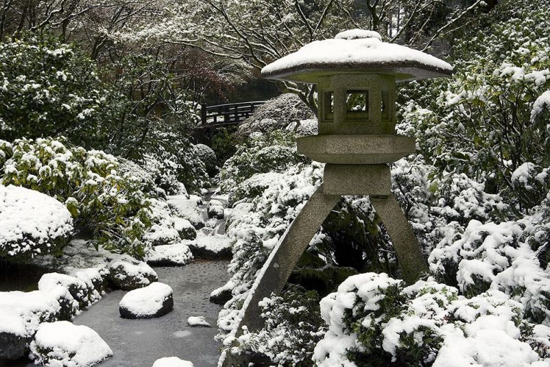 đèn đá yukimi-gata