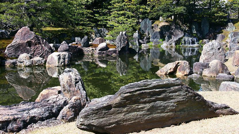 đá trong thiết kế vườn nhật