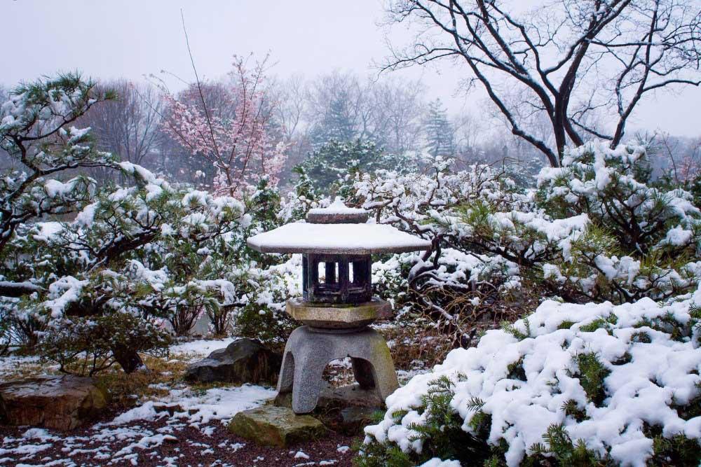 đèn đá tuyết yukimi-gata