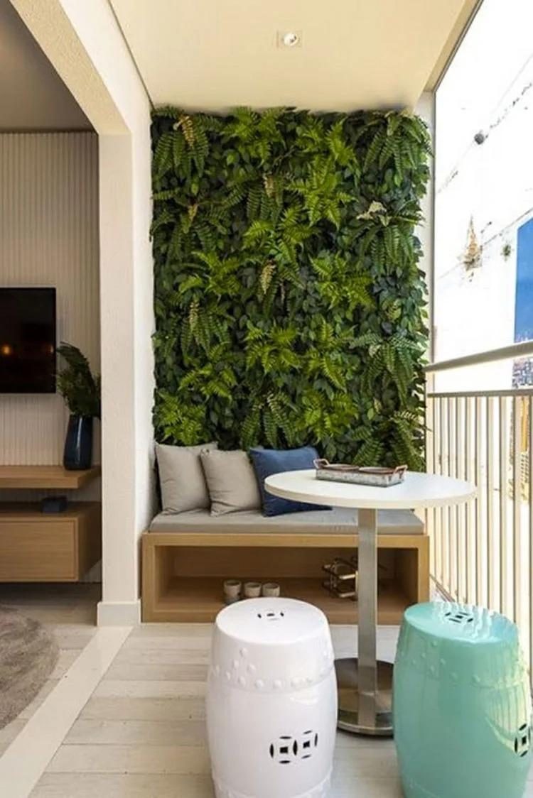 ý tưởng thiết kế tường cây ở ban công chung cư