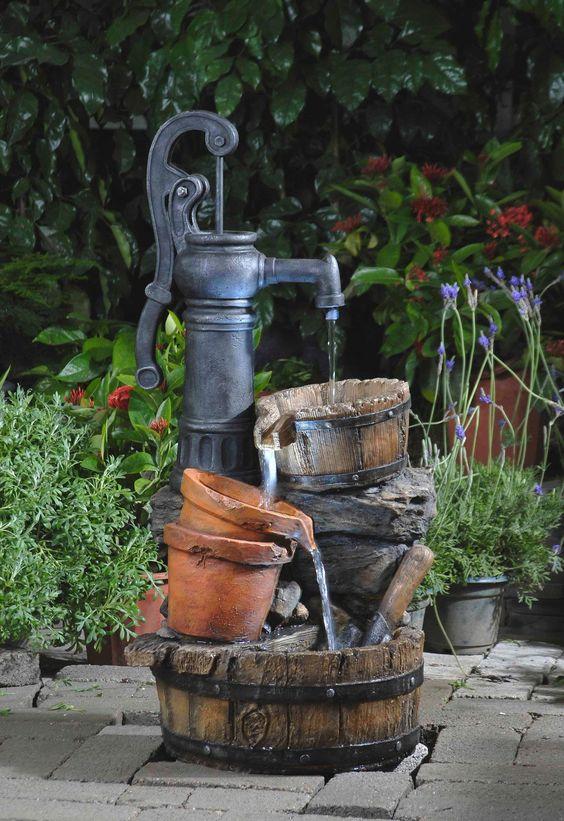 Thác nước được thiết kế theo phong cách hoài cổ