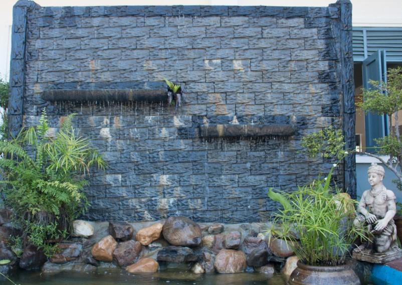 Tiểu cảnh thác nước trên tường là gì?