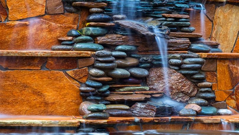 Cách thiết kế thi công tiểu cảnh thác nước trên tường