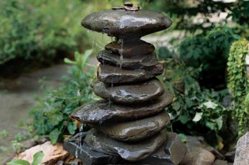 thác nước mini với thiết đơn giản bằng đá cuội
