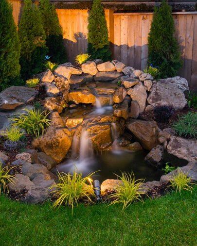 Hướng dẫn tổng quan thiết kế và thi công tiểu cảnh thác nước trên tường