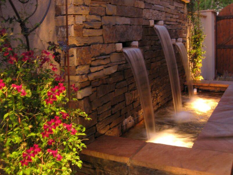 Mẫu tiểu cảnh thác nước trên tường kết hợp ánh sáng đẹp