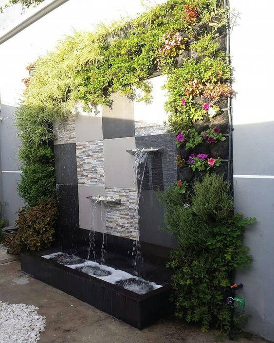 Mẫu tiểu cảnh thác nước trên tường cùng tường cây xanh