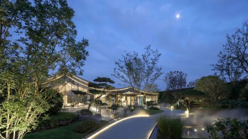 Mẫu biệt thự nhà vườn mái thái hiện đại