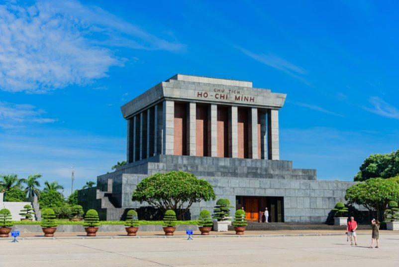 Ba Đình là quảng trường lớn nhất Việt Nam, đây là nơi ghi nhận nhiều sự kiện quan trọng trong lịch sử Việt Nam