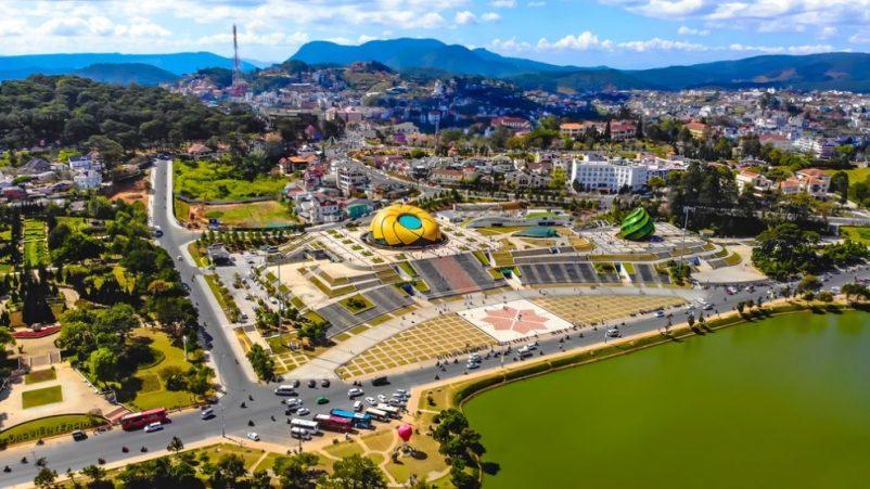 Quảng trường Lâm Viên là điểm check in ưa thích của rất nhiều du khách khi đến Đà Lạt