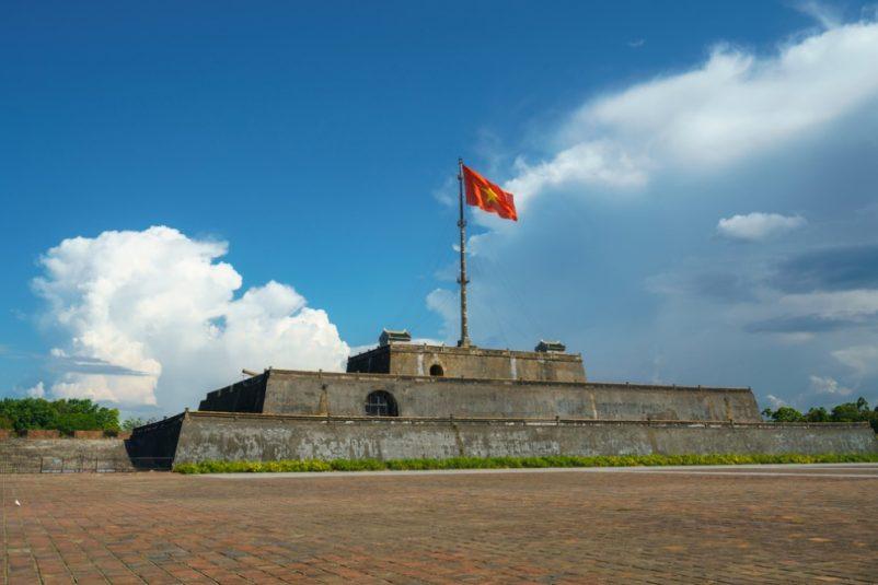 Ngày 30/08/1945, trên lầu 1 của quảng trường Ngọ Môn, vua Bảo Đại đã đọc chiếu thoái vị chấm dứt triều đại phong kiến ở Việt Nam